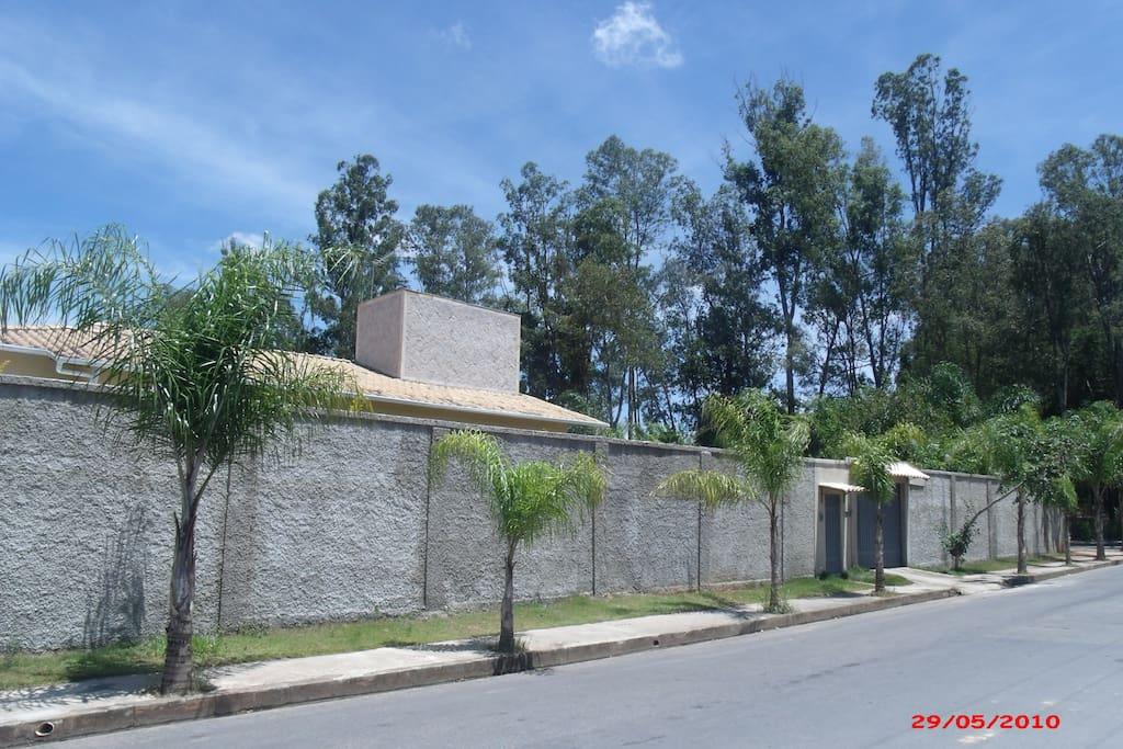 Rua de frente-  Casa Antares