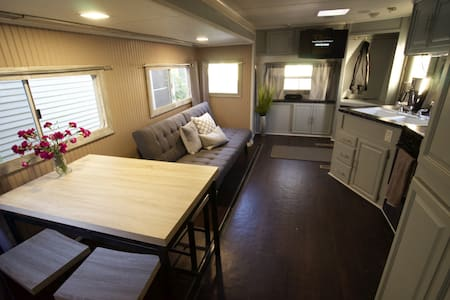 Rest in Our East Side Nest! - Austin - Camper/RV