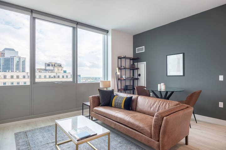 Crisp South Loop 2BR w/ Playroom + Gym 2 block from the L by Blueground