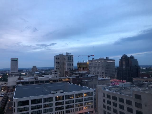 Downtown Apartment - Great View, Great Location