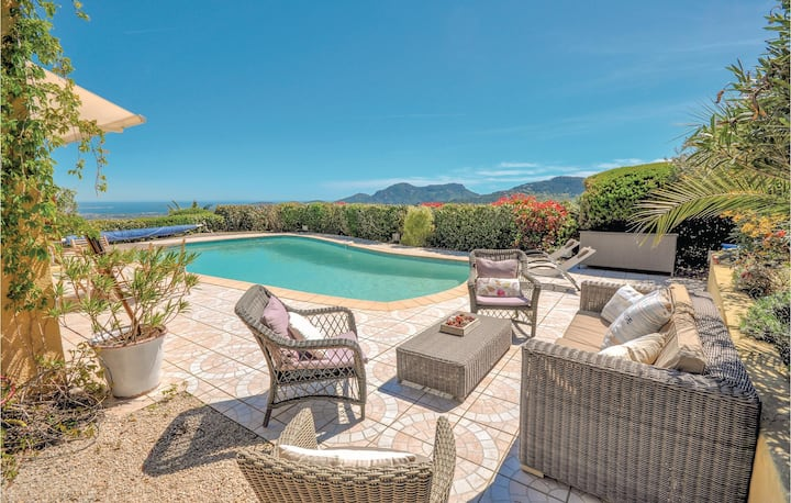 Awesome home in Les Adrets d l´Esterel with WiFi and 5 Bedrooms