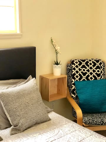 Bamboo nightstands and touch the wall on each side of the bed provide the perfect place for your evening glass of water, a good book, and your smart phone. Outlets located directly underneath provide easy access to charging.