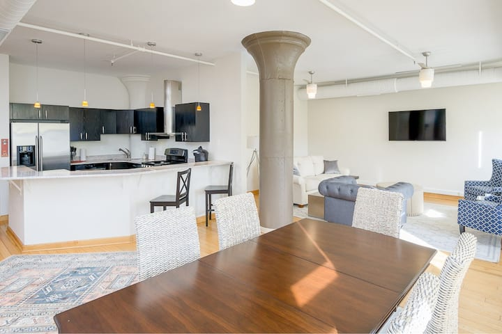 Luxury 2BD / 2BA on East 4th; Perfect Downtown