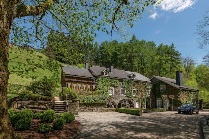 Luxuriöse Mühle mit Hallenbad in den Ardennen