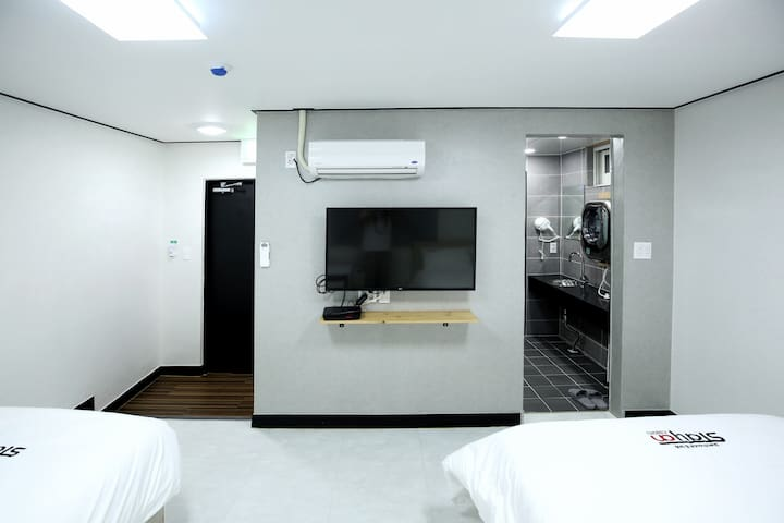 Double bed + Single bed