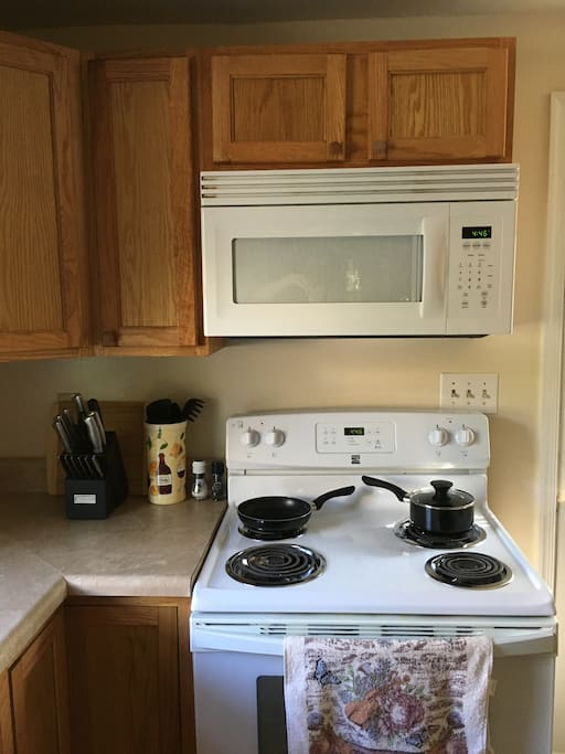 Fully equipped Kitchen w/ pots pans, dishware, cutlery etc.