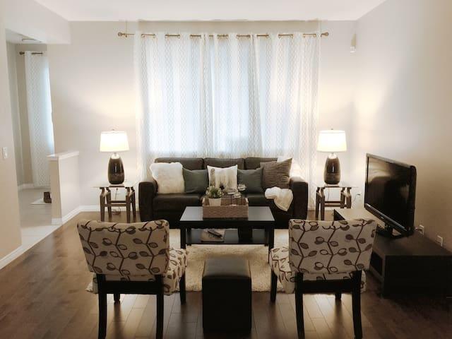 Entire Single-family Home - Calgary - House