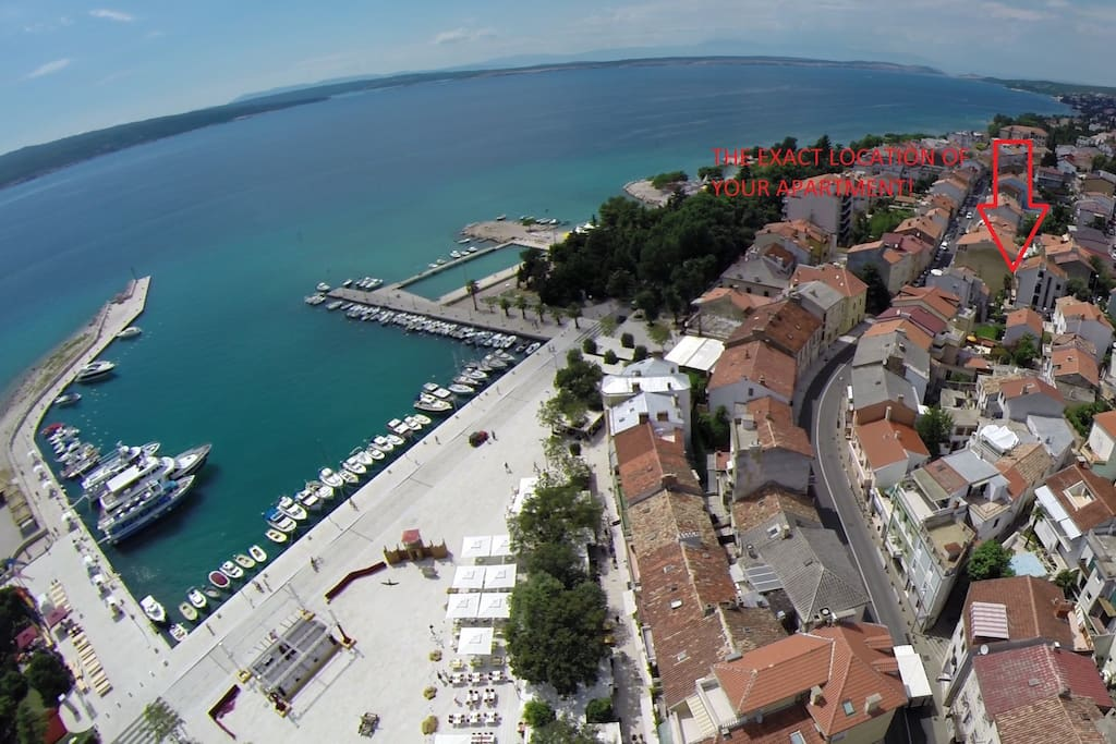 Crikvenica, main square with the exact location of the apartment