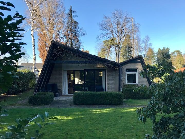 Knusse bungalow in rustige bosrijke omgeving