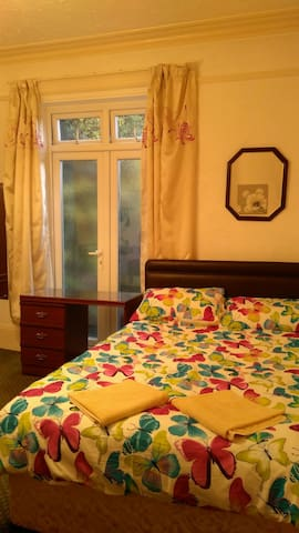 An en-suite room 1 in an amazing location in GY