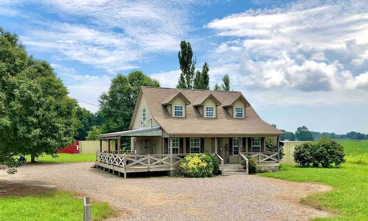 Cabin Getaway in Farm Country w/ Amazing Views!!!