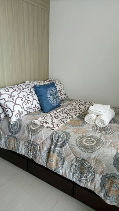 Quality linens w/ comforter & hotel class towels