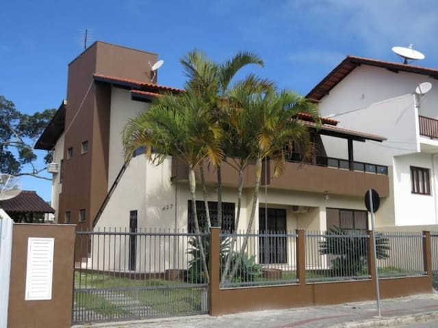 Cod 3004 - Apto centro de Bombinhas