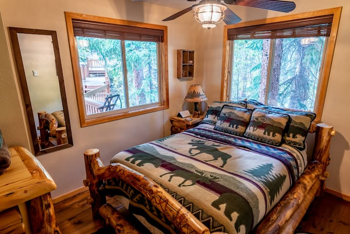 Queen bedroom - moose themed decor