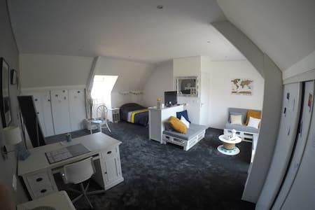 Grande chambre à l'étage et Spa proche de la mer