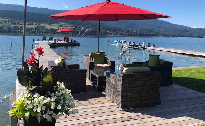 Beautiful Kalamalka Lakefront Suite