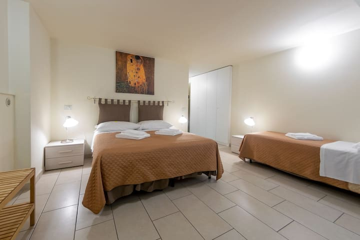 3 Guest Room  - 10 min by foot from the center!