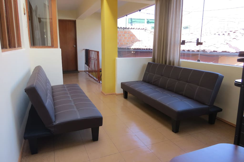 Living room in second floor-Has two sofa-beds and television with satellite cable/ Sala de estar en segundo nivel - Tiene dos sofa camas con television con cable satelital