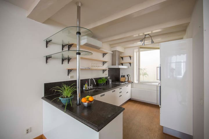 Apartment 2 bedrooms in downtown Amsterdam