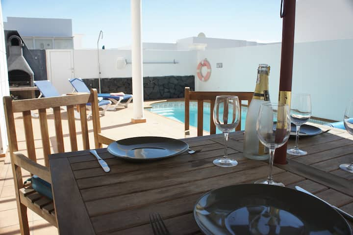 Private Villa, heated pool Central Costa Teguise