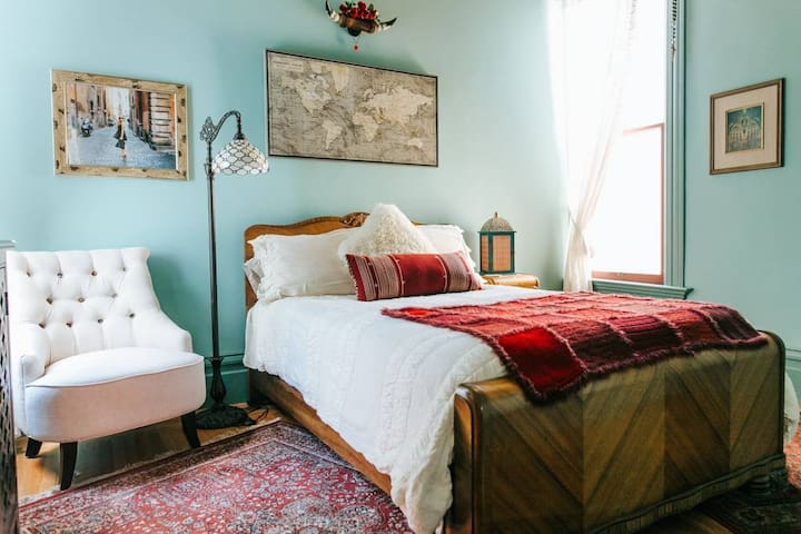 Witchy Bohemian Victorian guest room in NOPA