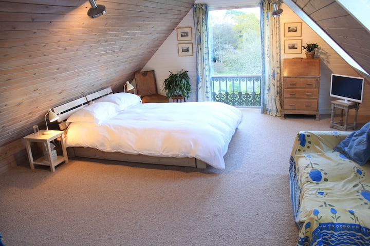 Private double room in Graffham.