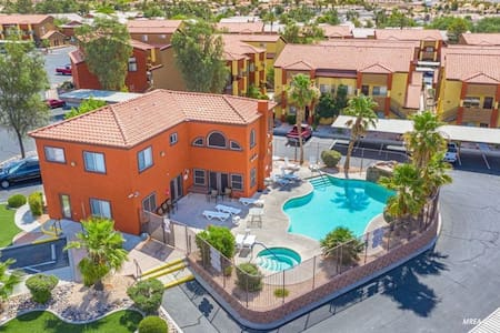 Modern Condo in Mesquite by Casinos N Golf Course.