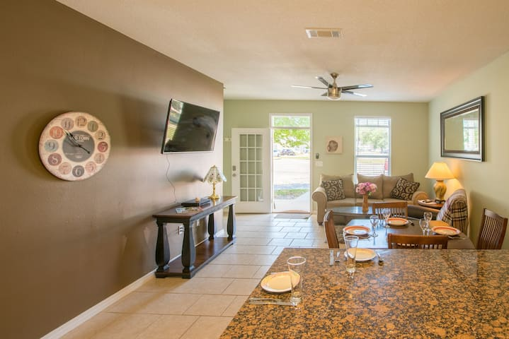 3Bed/3Bath (1287) Townhouse NEAR  Beach