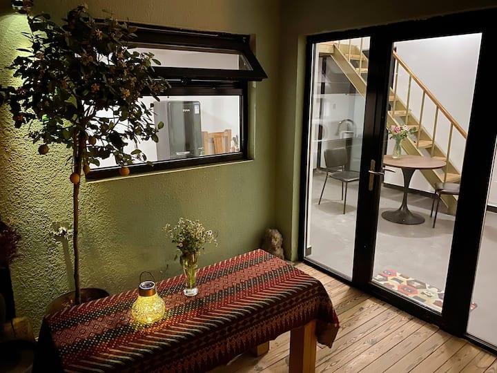 纳森雀舍 独立小院 loft  室外小露台,还配有韩式烤肉机哦~