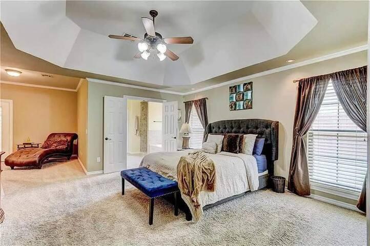 Beautiful & Spacious Edmond Bedroom Awaits You!