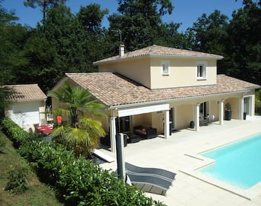 Nice studio with swimming pool near bordeaux - Vila