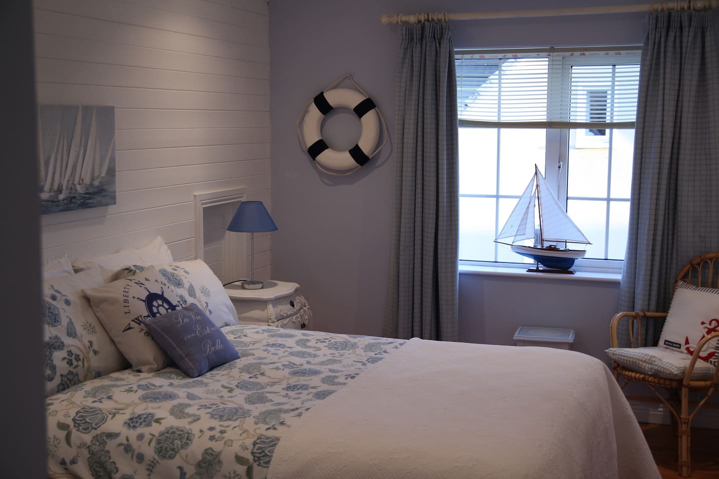 Bedroom containing a double bed.