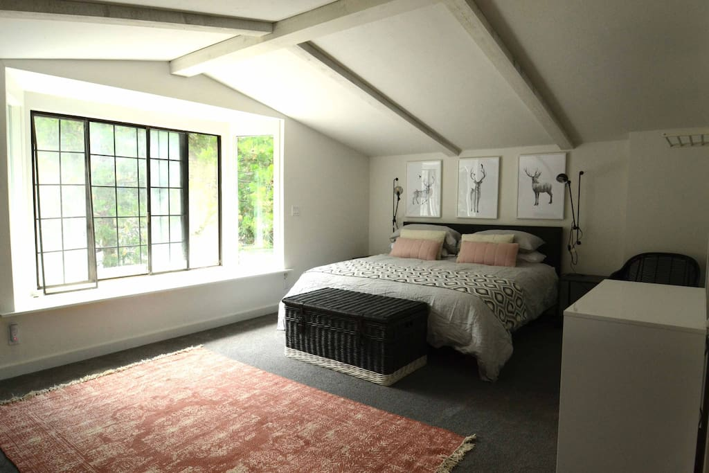 Self contained annexe with kitchenette, ensuite and private balcony with lake views
