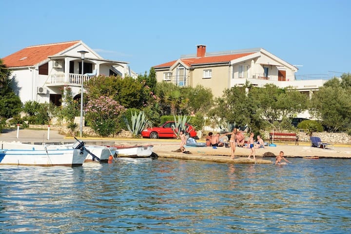 Charming apartment in Vrsi Mulo, great place in Dalmatia for family vacation