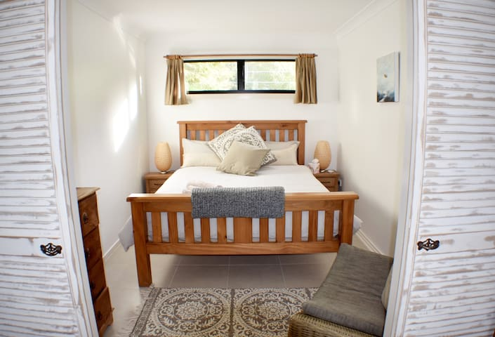 Bedroom featuring a queen size bed with latex and memory foam mattress and 100% cotton sheets