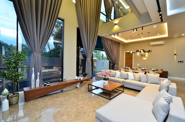 Spacious Luxury Banglow @ USJ with Swimming Pool