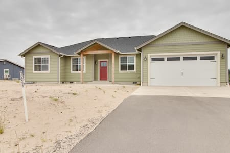 Newly built lakeview home w/ firepit & bikes, 1 mile from beach