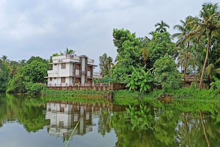 River Point Luxury INN, 4 Bhk Entire HOliday Home,
