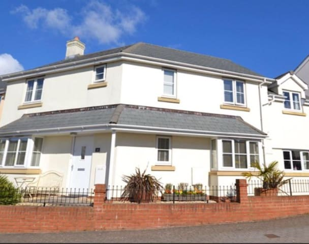 Spacious modern home, Lympstone Village, Devon
