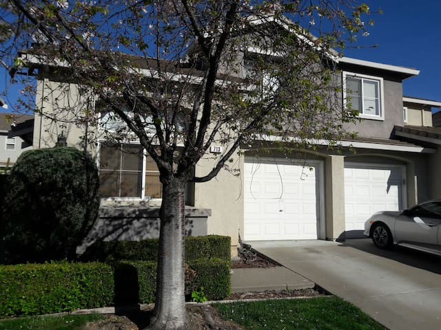Charming home near Oracle Arena, Oakland Airport, - San Leandro - Casa