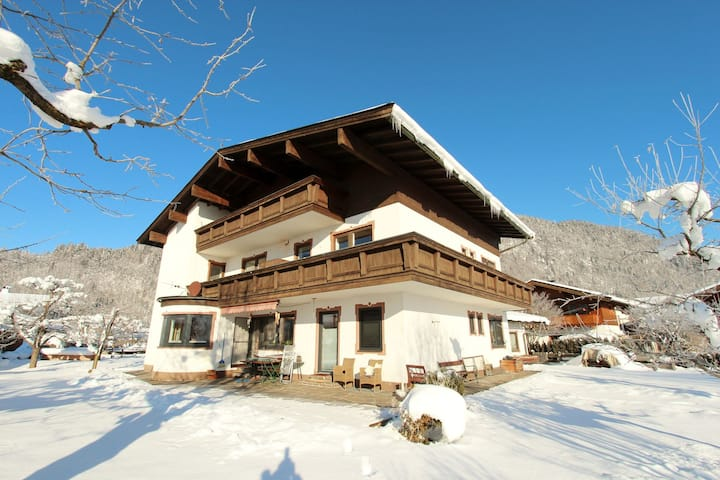 Gemütliche Ferienwohnung in Skigebietsnähe in Tirol