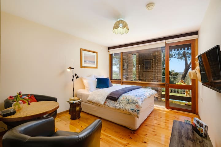 Bedroom overlooking the pool and Golf Course