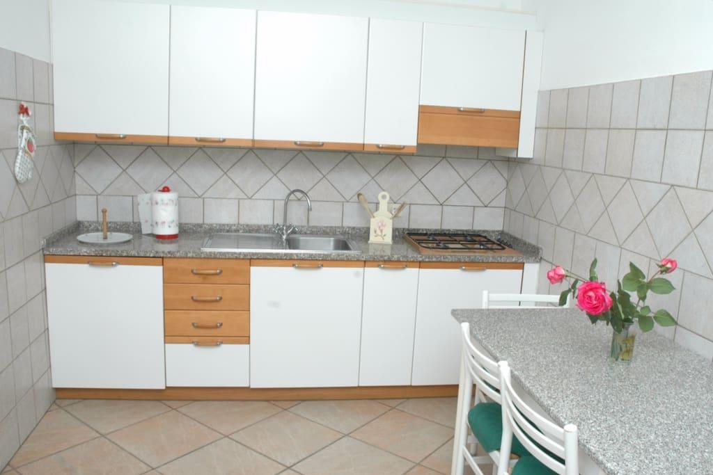 Cucina e sala da pranzo - Kitchen and dining room