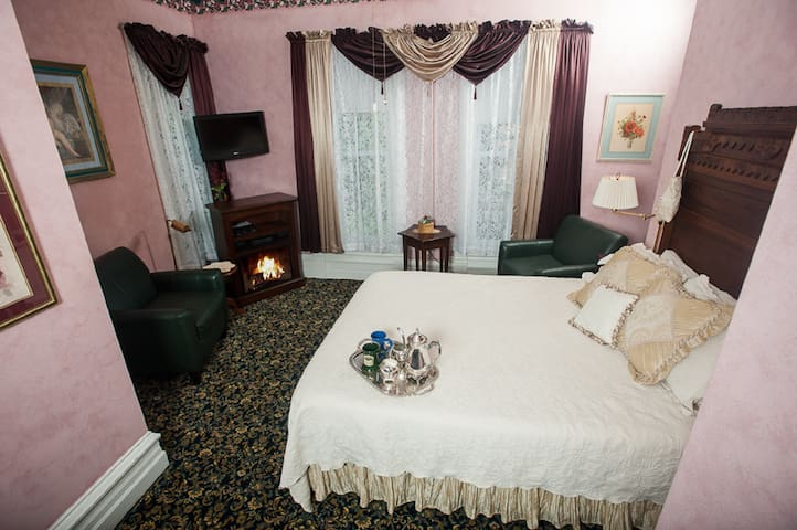 The Rose Room in my boutique hotel - Taylorville