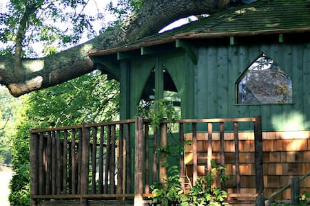 Stunning Cotswold treehouse in secret valley - Gloucestershire