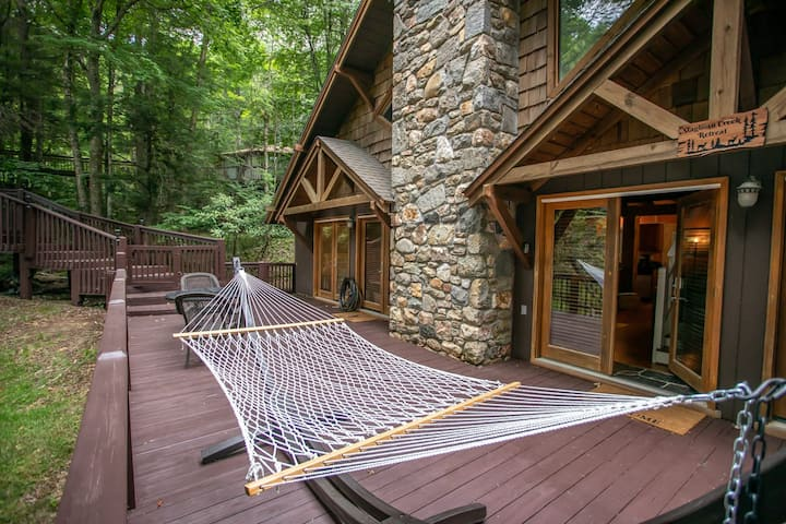 3BR Cottage on Beech Mtn, Creek, Hot Tub, Grill, King Suite, Near Skiing!