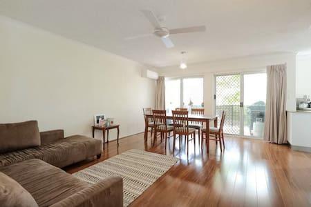 Big one bedroom unit - East Brisbane