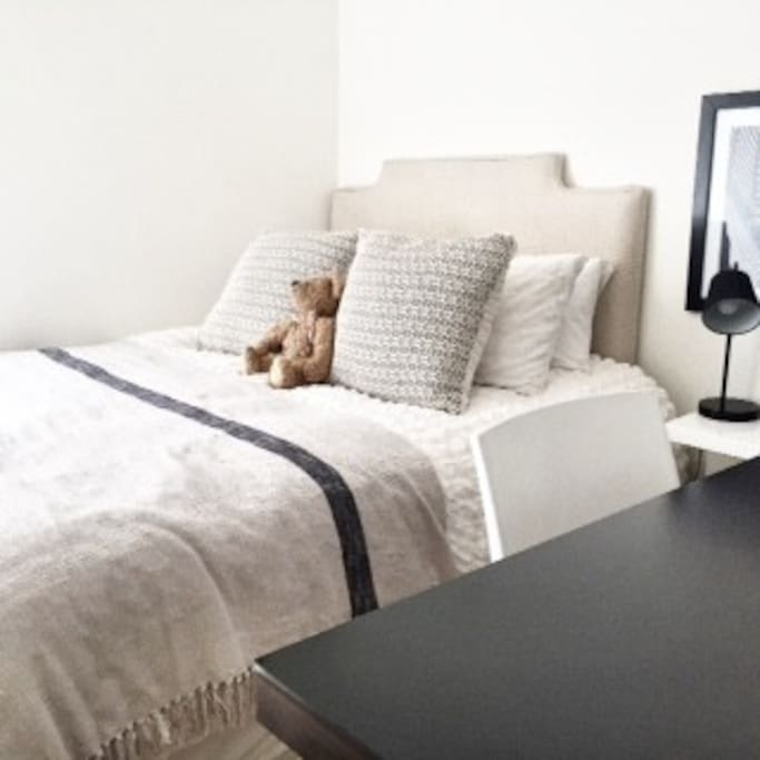 Guest bedroom with Queen Size bed and desk.