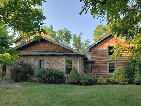Parkwell Farms: Charming 1830s Cabin Getaway
