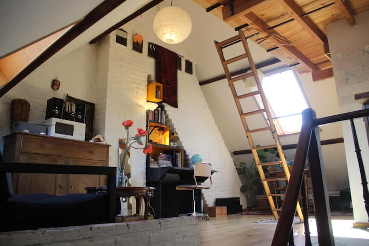 Sunny duplex, small and all-in loft studio